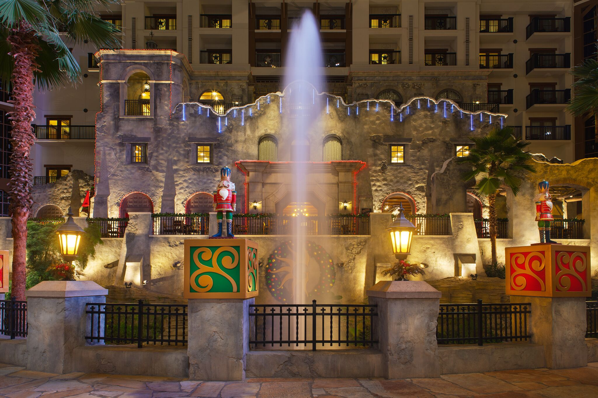 Unfor table Holiday Fun at the Gaylord Texan – Tanglewood Moms